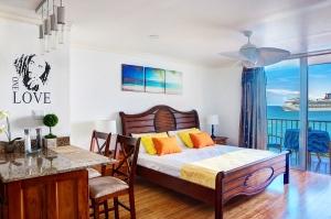 Condo605 Montego By club Apartments